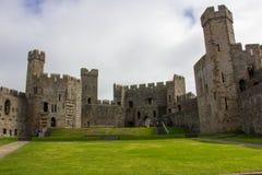 El interior del castillo de Caernarfon foto de archivo libre de regalías