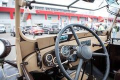 El interior del coche retro soviético Fotos de archivo