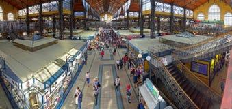 El interior del mercado central masivo Pasillo fotografía de archivo libre de regalías