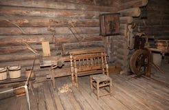 El interior del museo de la arquitectura de madera Vitoslavlitsy Foto de archivo