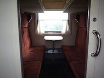 El interior del tren con los coches durmientes Detalles y primer almacen de metraje de vídeo