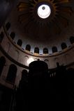 El interior en la iglesia de la tumba. Imagenes de archivo