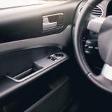 El interior moderno del coche detalla el primer imagenes de archivo