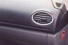 El interior moderno del coche detalla el primer imagen de archivo