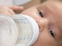 El introducir del bebé Fotografía de archivo libre de regalías
