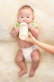 El introducir del bebé Foto de archivo libre de regalías