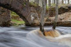 El inundar de la cala debido a las lluvias de la primavera imagen de archivo libre de regalías
