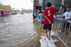 El inundar en Bangkok. Foto de archivo