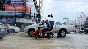 El inundar en la ciudad de Sriracha después de rainning Imagen de archivo libre de regalías