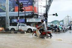 El inundar en la ciudad de Sriracha después de rainning Fotos de archivo