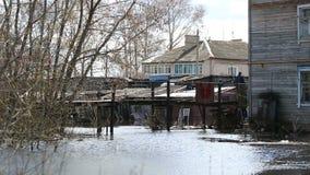 El inundar en Rusia el r?o desbord? en la primavera