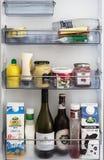 El inventario de un refrigerador Fotos de archivo libres de regalías