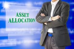 El inversor con el presentaion de la asignación del activo en virtual Imágenes de archivo libres de regalías