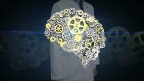 El investigador, pantalla táctil del ingeniero, los engranajes de oro de acero que hacen el cerebro humano forma inteligencia art ilustración del vector