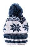 El invierno azul hizo punto el sombrero del esquí aislado en la vertical blanca del fondo Fotografía de archivo libre de regalías