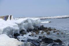 El invierno en la playa imagen de archivo