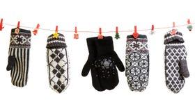 El invierno hizo punto caída de los guantes Fotografía de archivo