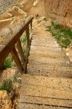 El ir abajo de las escaleras Imagenes de archivo