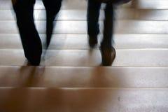 El ir abajo de una escalera Foto de archivo