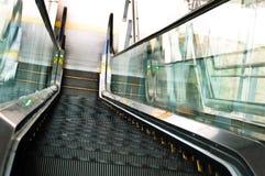 El ir abajo por la escalera móvil Foto de archivo