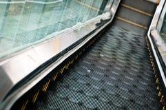 El ir abajo por la escalera móvil Fotografía de archivo libre de regalías