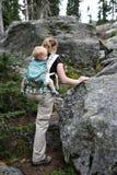 El ir de excursión de la madre y del niño Imagenes de archivo