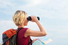 El ir de excursión de la mujer fotos de archivo