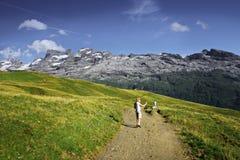 El ir de excursión de las montañas Foto de archivo libre de regalías