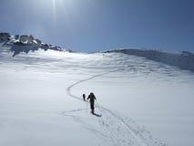 El ir de excursión del esquí fotos de archivo