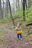 El ir de excursión del niño fotos de archivo