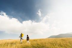 El ir de excursión del padre y de la hija Imagen de archivo libre de regalías