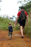 El ir de excursión del padre y del hijo Fotografía de archivo