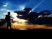 El ir de excursión en la puesta del sol o la salida del sol Fotos de archivo
