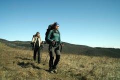 El ir de excursión en las montañas Fotos de archivo