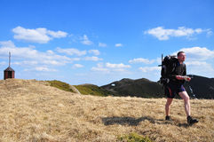 El ir de excursión en las montañas de Ciucas Foto de archivo