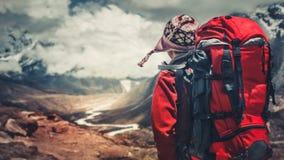 El ir de excursión en las montañas de Himalaya 4k, 25fps almacen de video