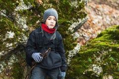 El ir de excursión joven del muchacho Fotos de archivo libres de regalías