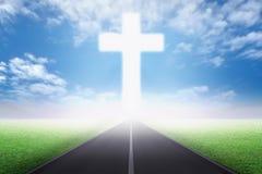 El ir a la cruz cristiana ilustración del vector