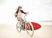 El ir a practicar surf Fotografía de archivo