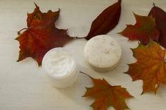 El jabón herbario con friega efecto y la máscara facial Imágenes de archivo libres de regalías