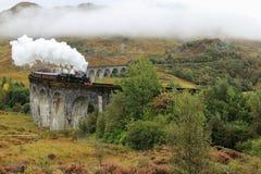 El Jacobite - tren del vapor en Glenfinnan - Escocia fotos de archivo libres de regalías