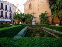 El jardín de la catedral en la ciudad de Málaga imagenes de archivo
