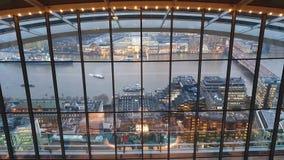 El jardín del cielo en Londres con los turistas y el horizonte de Londres, Londres, Reino Unido almacen de video