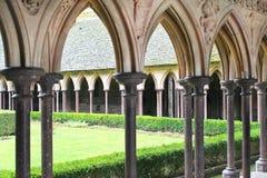 El jardín del monasterio en la abadía de Mont Saint Michel. Fotografía de archivo libre de regalías