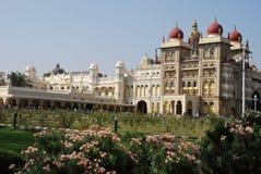 El jardín del palacio de Mysore en la India Foto de archivo libre de regalías