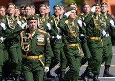 El jefe de la rama de Serpukhov de la academia militar de las fuerzas estratégicas del misil, coronel Andrei Morozov en Plaza Roj Fotografía de archivo