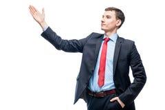 El jefe joven acertado gesticula con las manos en un blanco Foto de archivo