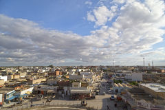 El Jem从Thysdrus罗马圆形剧场,突尼斯的马赫迪耶省的一个镇的城市视图 免版税图库摄影