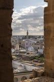 El Jem从Thysdrus罗马圆形剧场,突尼斯的马赫迪耶省的一个镇的城市视图 免版税库存照片
