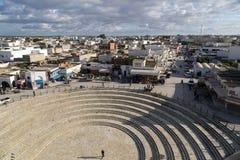 El Jem从Thysdrus罗马圆形剧场,突尼斯的马赫迪耶省的一个镇的城市视图 图库摄影
